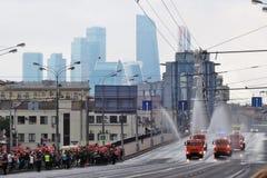 Ανθρώπων πληθών παρέλαση της Μόσχας ρολογιών πρώτη της μεταφοράς πόλεων Στοκ Φωτογραφία
