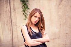 Ανικανοποίητο πρόσωπο της νέας όμορφης γυναίκας Στοκ φωτογραφία με δικαίωμα ελεύθερης χρήσης