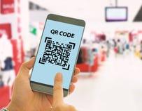 Ανιχνεύστε τον κώδικα QR στοκ εικόνα με δικαίωμα ελεύθερης χρήσης