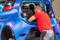 Αννόβερο, Γερμανία - 2 Απριλίου 2019: ΡΑΨΤΕ Eurodrive παρουσιάζει την παραγωγή του νέου ηλεκτρικού Ε ΠΗΓΑΙΝΕΤΕ αυτοκίνητο στοκ εικόνα με δικαίωμα ελεύθερης χρήσης