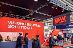 Αννόβερο, Γερμανία - 2 Απριλίου 2019: ΡΑΨΤΕ Eurodrive παρουσιάζει την παραγωγή του νέου ηλεκτρικού Ε ΠΗΓΑΙΝΕΤΕ αυτοκίνητο στοκ φωτογραφίες