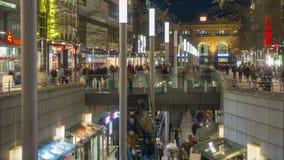 Αννόβερο, Γερμανία - 10 Ιανουαρίου 2018: Ο Niki-de-Άγιος-Phalle-περίπατος είναι ένας περίπατος αγορών στο κέντρο της πόλης απόθεμα βίντεο