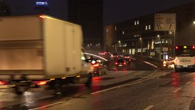 Αννόβερο, Γερμανία - 1 Νοεμβρίου 2017: Κυκλοφορία πρωινού σε από το Βερολίνο Allee στο Αννόβερο απόθεμα βίντεο
