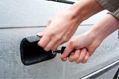 Ανοίγοντας παγωμένο κλείδωμα αυτοκινήτων Στοκ εικόνα με δικαίωμα ελεύθερης χρήσης