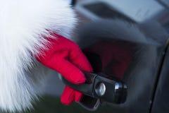 Ανοίγοντας πόρτα αυτοκινήτων Στοκ εικόνες με δικαίωμα ελεύθερης χρήσης