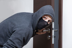 Ανοίγοντας πόρτα κλεφτών Στοκ φωτογραφία με δικαίωμα ελεύθερης χρήσης