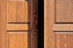Ανοίγοντας πόρτες Στοκ εικόνες με δικαίωμα ελεύθερης χρήσης
