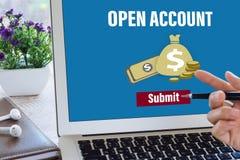 Ανοίξτε έναν τραπεζικό λογαριασμό on-line στοκ εικόνα