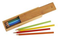 Ανοιγμένα ξύλινα κιβώτια μολυβιών που απομονώνονται Στοκ Φωτογραφία