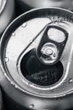 Ανοιγμένη κονσερβοποιημένη μπύρα στοκ εικόνες με δικαίωμα ελεύθερης χρήσης