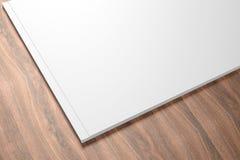Ανοιγμένος κενό κατάλογος στο ξύλινο υπόβαθρο στοκ εικόνες με δικαίωμα ελεύθερης χρήσης