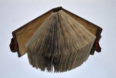 Ανοιγμένο παλαιός-κοίταγμα χειροποίητο βιβλίο, τοπ άποψη Στοκ Εικόνες