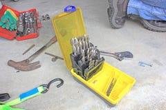 Εργαλεία και κομμάτια τρυπανιών στοκ εικόνα με δικαίωμα ελεύθερης χρήσης