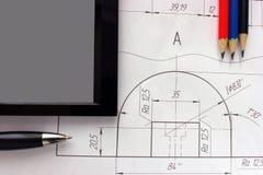Ανοικτά σχέδια με ένα μολύβι Εφαρμοσμένη μηχανική και σχέδιο Στοκ εικόνα με δικαίωμα ελεύθερης χρήσης