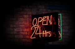 Ανοικτές 24 ώρες Στοκ Εικόνες