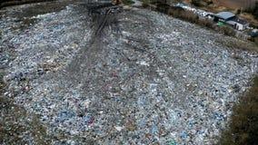 Ανοικτή απόρριψη στερεών αποβλήτων, ρύπανση από τα απόβλητα, εναέρια άποψη απόθεμα βίντεο