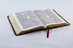 Ανοικτή Βίβλος στο άσπρο υπόβαθρο Στοκ φωτογραφίες με δικαίωμα ελεύθερης χρήσης