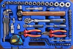 Ανοικτή εργαλειοθήκη με τα διαφορετικά όργανα Καθορισμένα εργαλεία σε ένα κιβώτιο Στοκ εικόνα με δικαίωμα ελεύθερης χρήσης