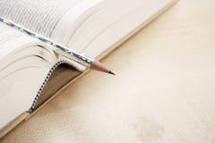 ανοικτή πέννα βιβλίων Στοκ Φωτογραφίες