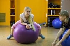 Ανοικτή περίοδος άσκησης στο ΑΚΤΙΝΙΔΙΟ αθλητικών λεσχών στην πόλη Kirov σε 2 Στοκ Φωτογραφία