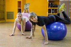 Ανοικτή περίοδος άσκησης στο ΑΚΤΙΝΙΔΙΟ αθλητικών λεσχών στην πόλη Kirov σε 2 Στοκ Φωτογραφίες