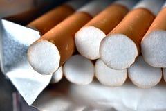 Ανοικτή συσκευασία των τσιγάρων Στοκ φωτογραφία με δικαίωμα ελεύθερης χρήσης