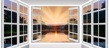 Ανοικτός ήλιος σύννεφων παραθύρων Στοκ εικόνα με δικαίωμα ελεύθερης χρήσης