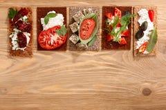 Ανοικτός-αντιμέτωπα παξιμάδι σάντουιτς Στοκ φωτογραφία με δικαίωμα ελεύθερης χρήσης