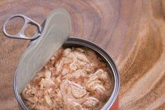 Ανοικτός μπορέστε του τόνου στο ξύλινο υπόβαθρο στοκ φωτογραφία με δικαίωμα ελεύθερης χρήσης