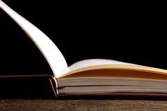 ανοικτός πίνακας βιβλίων ξύλινος Στοκ Εικόνα