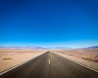 Ανοικτός δρόμος, κοιλάδα θανάτου, Καλιφόρνια Στοκ Εικόνες