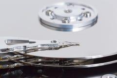 Ανοικτός σκληρός δίσκος με το κεφάλι μαγνητικών δίσκων και γραψίματος Στοκ φωτογραφίες με δικαίωμα ελεύθερης χρήσης