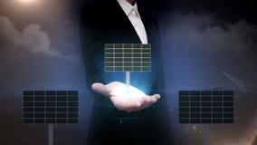Ανοικτός φοίνικας επιχειρηματιών, ηλιακό πλαίσιο η ενέργεια eco απομόνωσε τον άσπρο ανεμόμυλο παρουσίαση (συμπεριλαμβανόμενος ο ά φιλμ μικρού μήκους