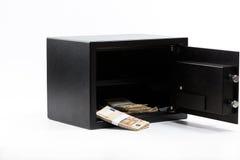 Ανοικτό ασφαλές κιβώτιο κατάθεσης, σωρός των χρημάτων μετρητών, ευρώ στοκ εικόνα