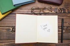 Ανοικτό βιβλίο με την επιγραφή στοκ εικόνα με δικαίωμα ελεύθερης χρήσης