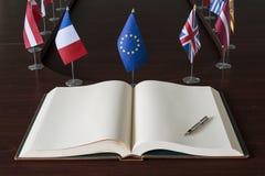 Ανοικτό βιβλίο, πέννα πηγών, ΕΕ (ευρωπαϊκό Unio στοκ φωτογραφία