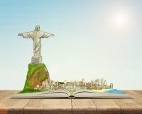 Ανοικτό βιβλίο με το σκίτσο του Χριστού το άγαλμα και Ρίο ντε Τζανέιρο απελευθερωτών ελεύθερη απεικόνιση δικαιώματος