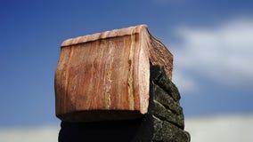 Ανοικτό βιβλίο σε μια μαύρη πέτρα Στοκ Εικόνες