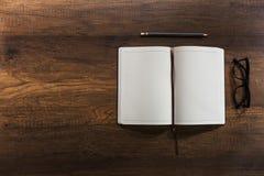 Ανοικτό κενό βιβλίο ημερολογίων Στοκ εικόνες με δικαίωμα ελεύθερης χρήσης