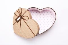 Ανοικτό κενό κιβώτιο δώρων μορφής καρδιών με τη ευχετήρια κάρτα στοκ φωτογραφίες με δικαίωμα ελεύθερης χρήσης