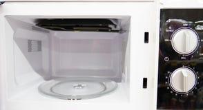 Ανοικτό κενό νέο microwaveÂ, μέσα του φούρνου μικροκυμάτων στοκ φωτογραφία με δικαίωμα ελεύθερης χρήσης