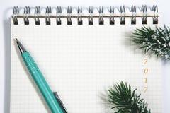 ανοικτό κενό σπειροειδές σημειωματάριο του 2017 με την πράσινη έννοια Χριστουγέννων μανδρών Στοκ φωτογραφία με δικαίωμα ελεύθερης χρήσης