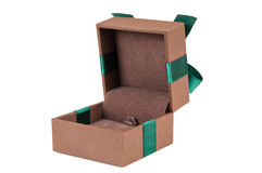 Ανοικτό κομψό κιβώτιο δώρων κοσμημάτων Στοκ εικόνα με δικαίωμα ελεύθερης χρήσης