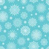 Ανοικτό μπλε άνευ ραφής σχέδιο Χριστουγέννων με Snowflakes Στοκ φωτογραφία με δικαίωμα ελεύθερης χρήσης