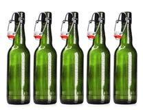 Ανοικτό μπουκάλι της μπύρας σε ένα λευκό Στοκ φωτογραφία με δικαίωμα ελεύθερης χρήσης