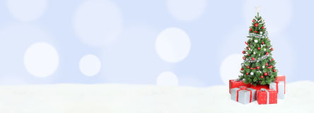 Ανοικτό μπλε αντίγραφο διακοσμήσεων χιονιού εμβλημάτων υποβάθρου χριστουγεννιάτικων δέντρων Στοκ Εικόνες