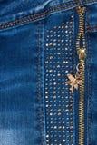 Ανοικτό μπλε τζιν τσεπών με το φερμουάρ στοκ εικόνες με δικαίωμα ελεύθερης χρήσης