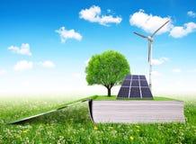 Ανοικτό οικολογικό βιβλίο με το ηλιακό πλαίσιο και τον ανεμοστρόβιλο Στοκ φωτογραφία με δικαίωμα ελεύθερης χρήσης