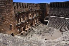 Ανοικτό παλαιό θέατρο Aspendos κύκλων σε Antalya, υπόβαθρο αρχαιολογίας. Κατασκευασμένος από τον αρχιτέκτονα Eenon της Ελλάδας κατ Στοκ φωτογραφία με δικαίωμα ελεύθερης χρήσης