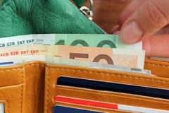 Ανοικτό πορτοφόλι με τα χρήματα Στοκ φωτογραφία με δικαίωμα ελεύθερης χρήσης